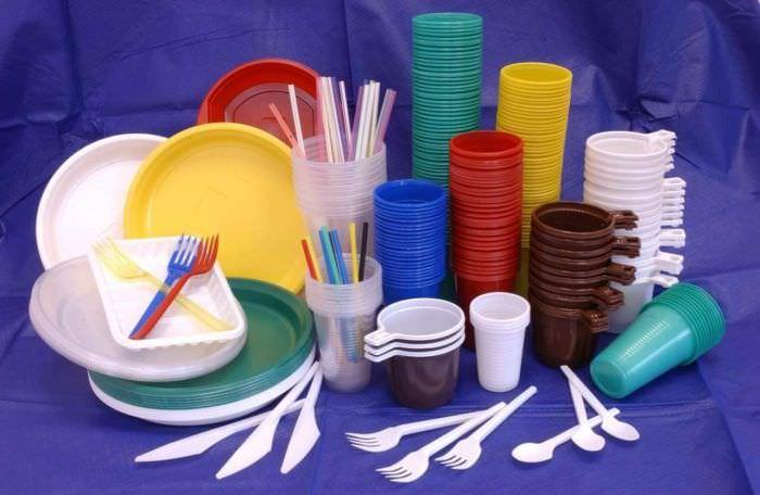 Чим небезпечний пластиковий посуд?