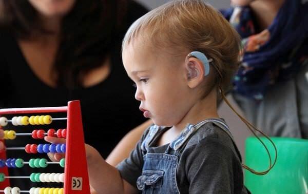 Як обрати слуховий апарат для дитини