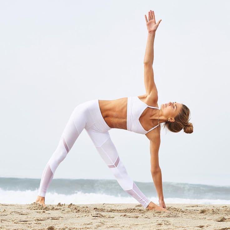 Поза трикутника йога