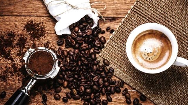 Без кофеїну: продукти харчування, які заряджають бадьорістю