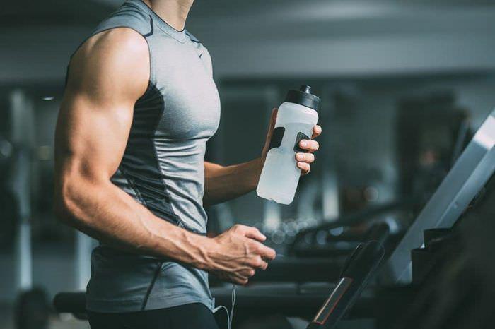 Як правильно пити воду під час і після фітнес-тренування
