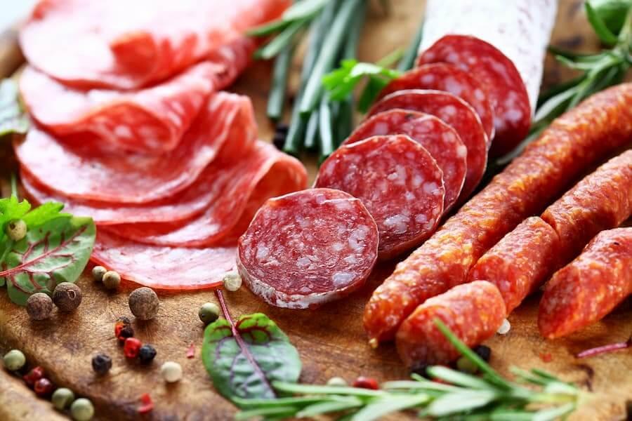 Правила выбора вкусной колбасы с безопасным составом
