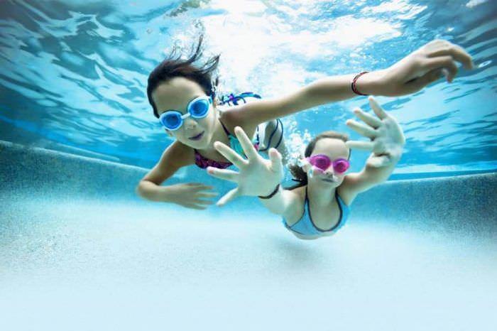 Когда можно начать заниматься плаванием с ребенком?