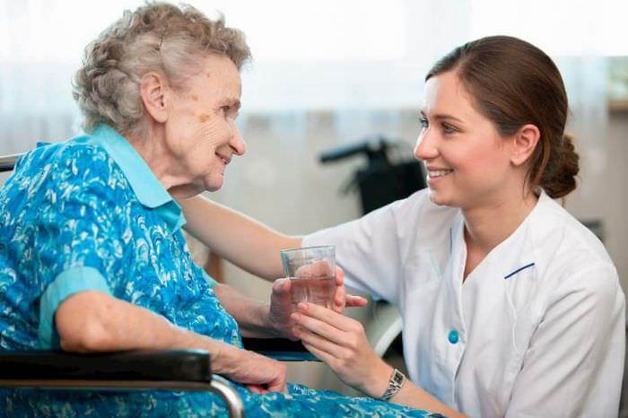 Дом престарелых: стоит ли отдавать пожилого родственника в пансионат