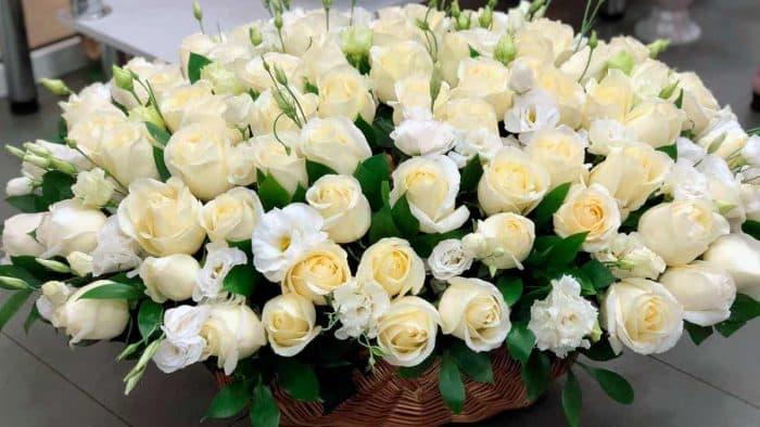 Романтический презент – цветы с доставкой