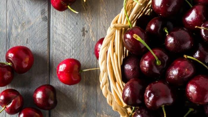 Чим корисна соковита черешня - користь і шкода для здоров'я людини
