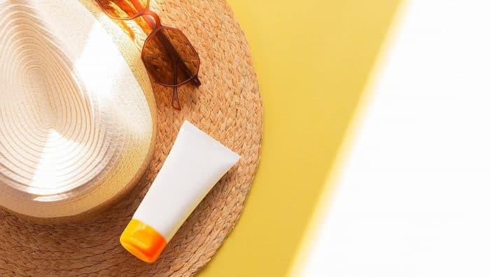 Сонячний опік: чим мазати і як лікувати