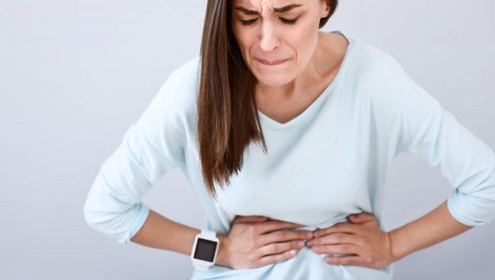 Біль у правому боці на рівні талії у жінок: причини, лікування