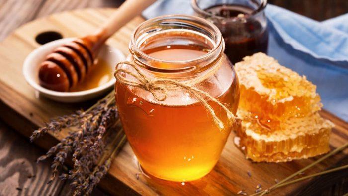 Мед як ефективний б'юті-засіб: доведена користь і поради по догляду за обличчям, тілом, нігтями і волоссям